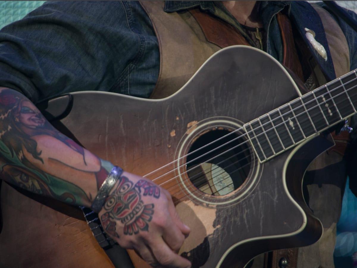 Zac Brown Rodeo 2017 guitar
