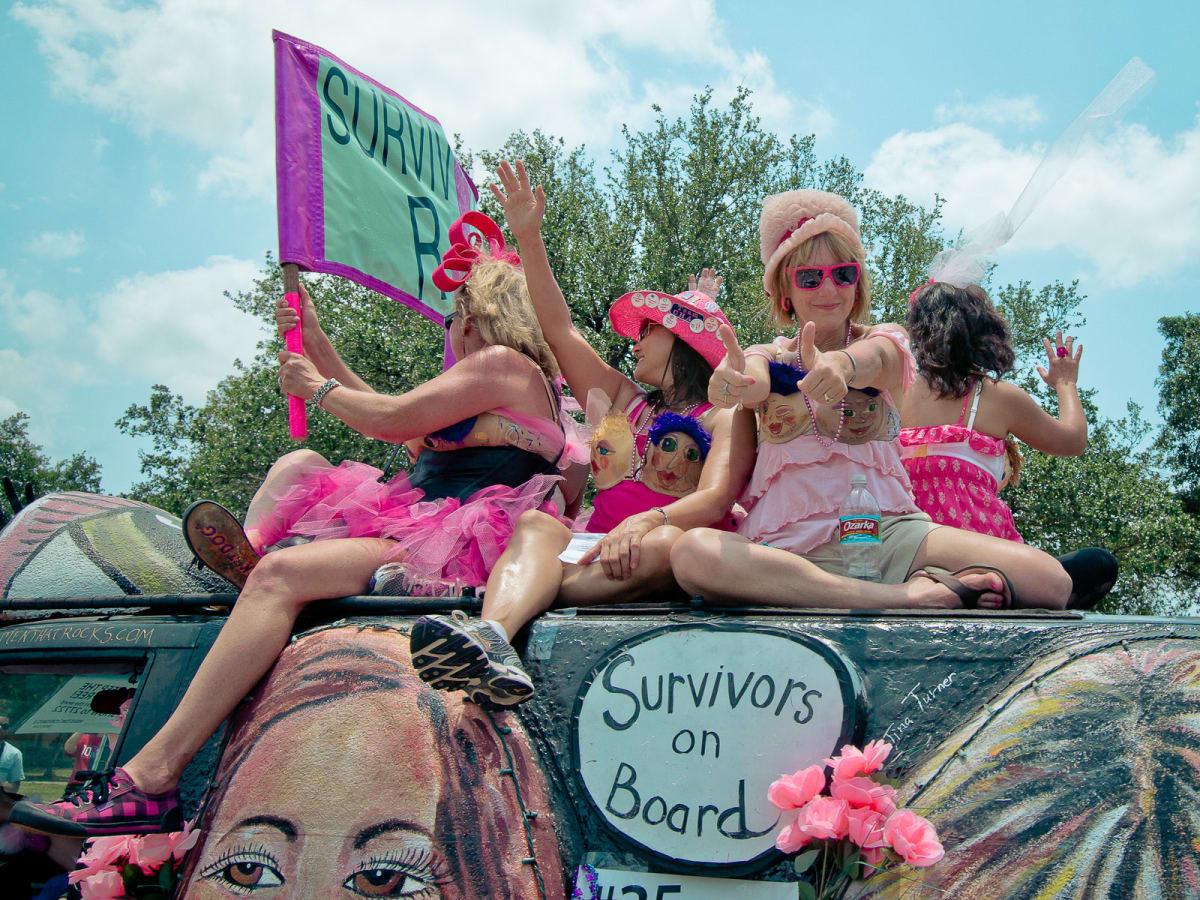 News_Art Car Parade_Women Rock