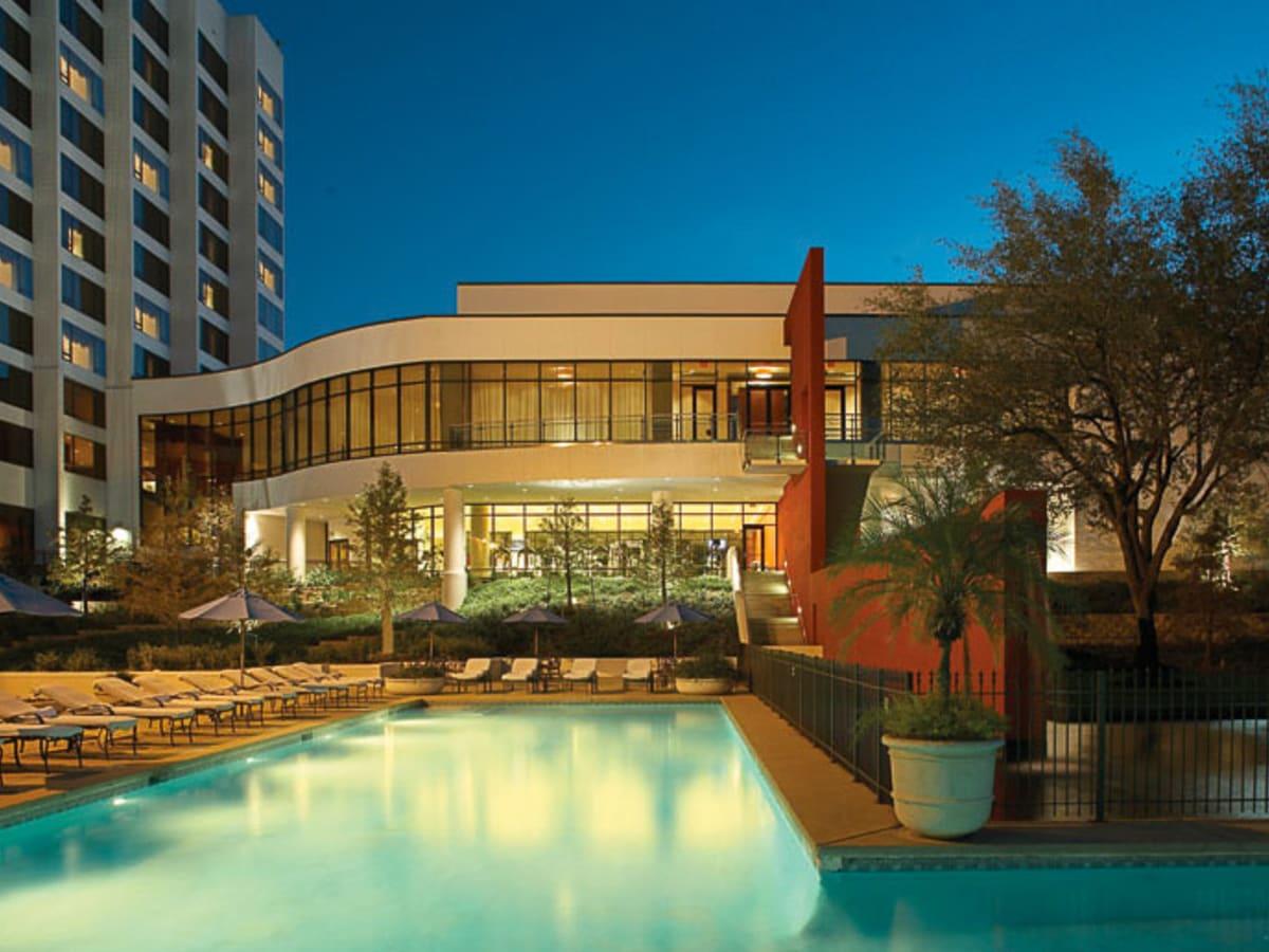 News_Omni Hotel_Houston_pool