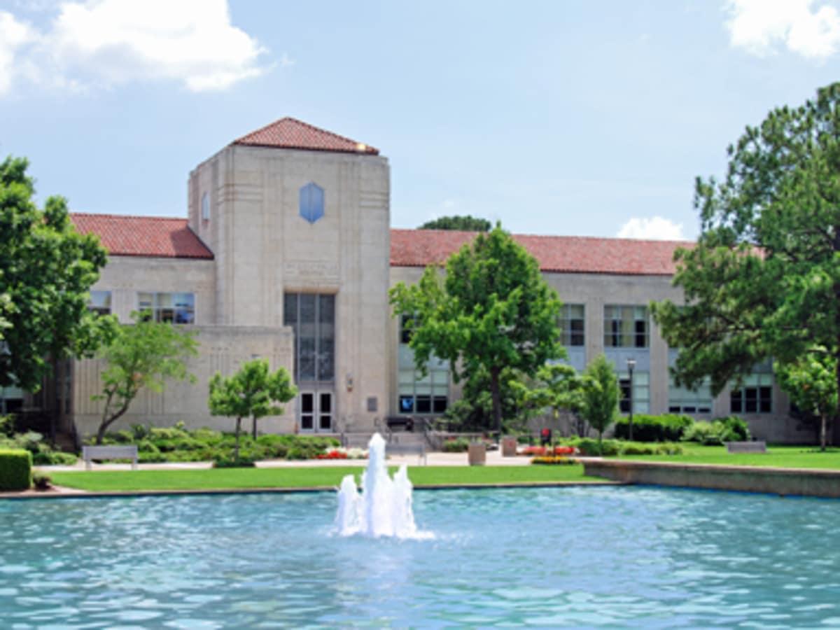 Preservation Houston Architecture Walk: University of Houston