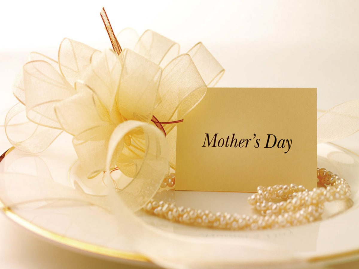 news_mothers day_card_plate_pearls_ribbons