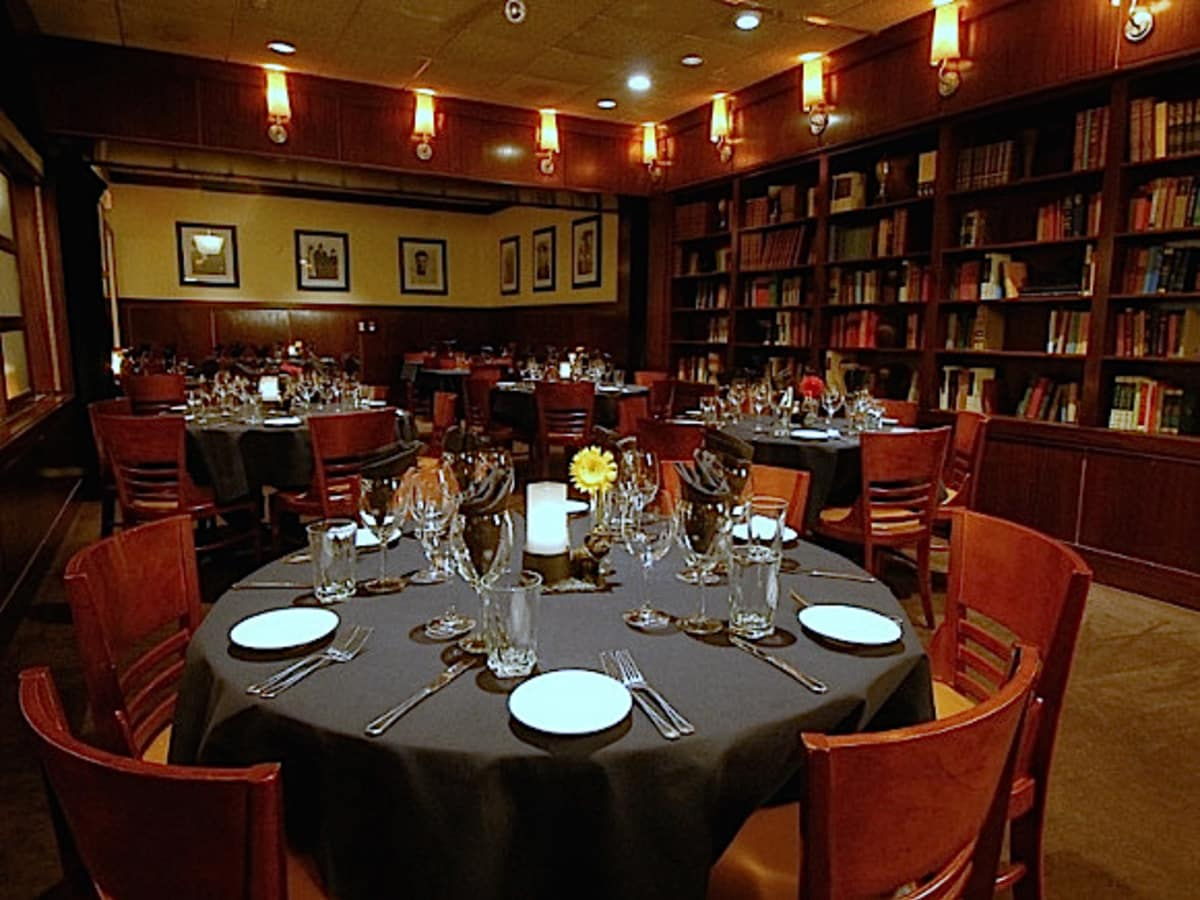 News_Sullivan's Steakhouse_Sullivan's Library