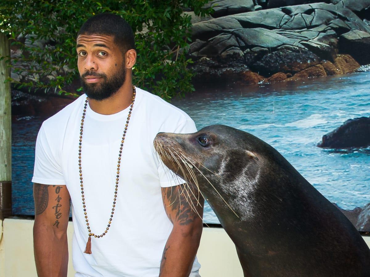 Houston Texan Arian Foster at Houston Zoo with seal