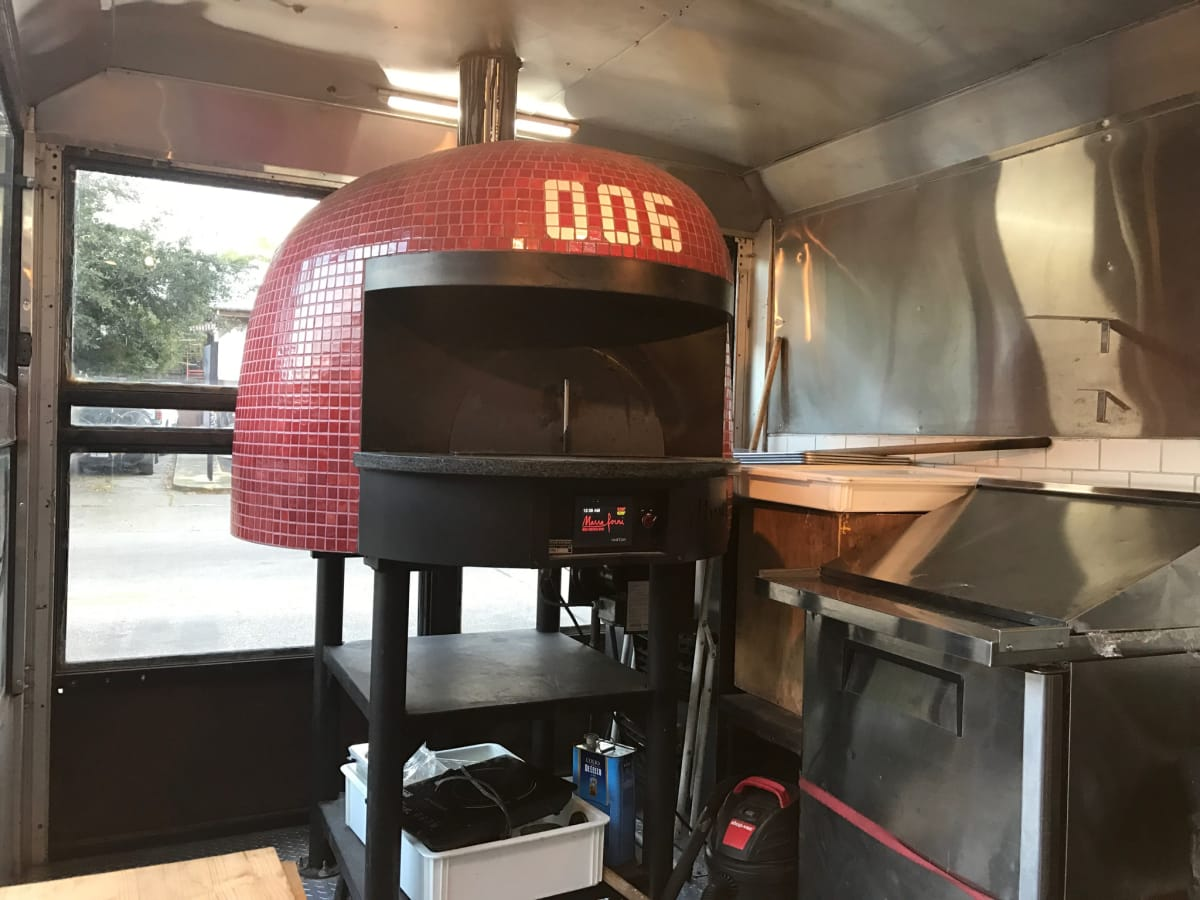006 Pizza food truck
