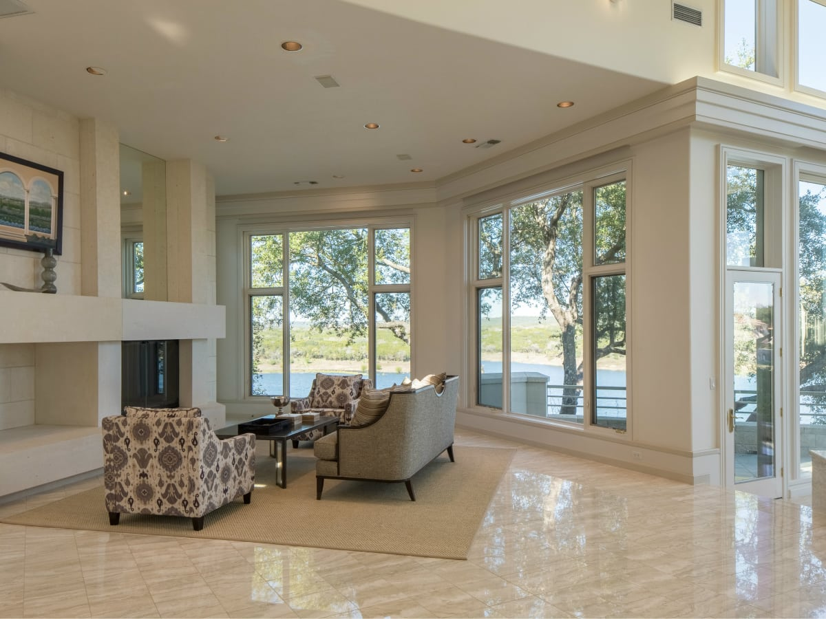 26100 Countryside Austin house for sale living room