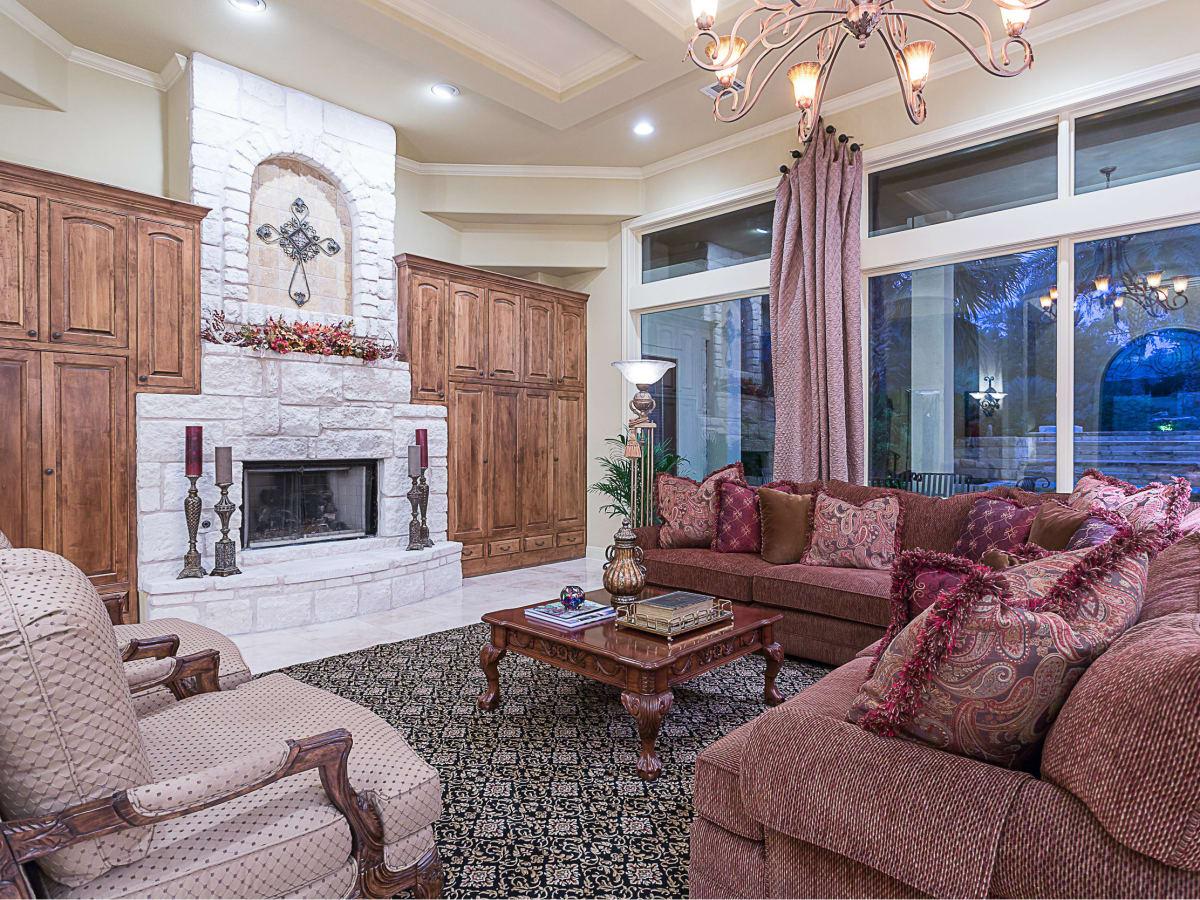 110 Bella Cima Austin house for sale living room