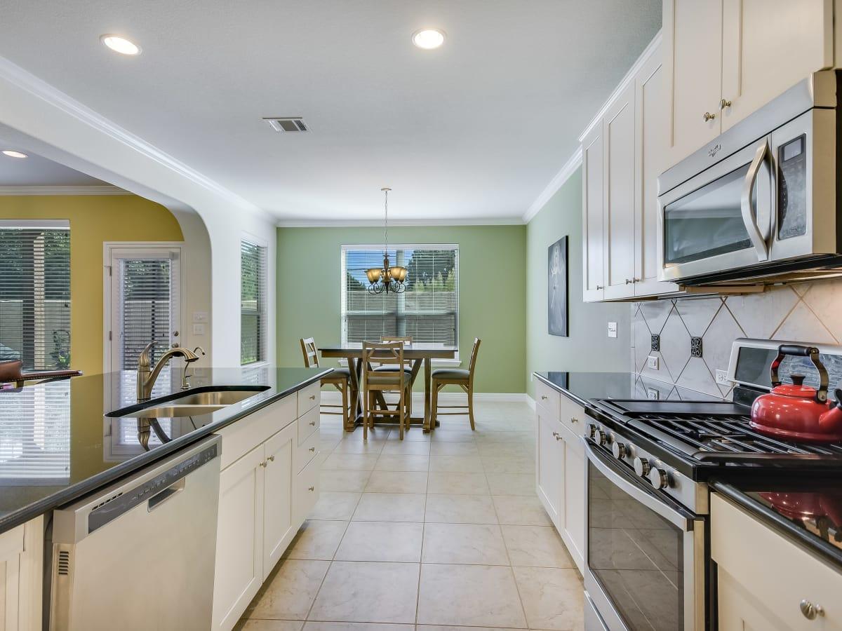 12312 Terraza Austin townhouse for sale kitchen
