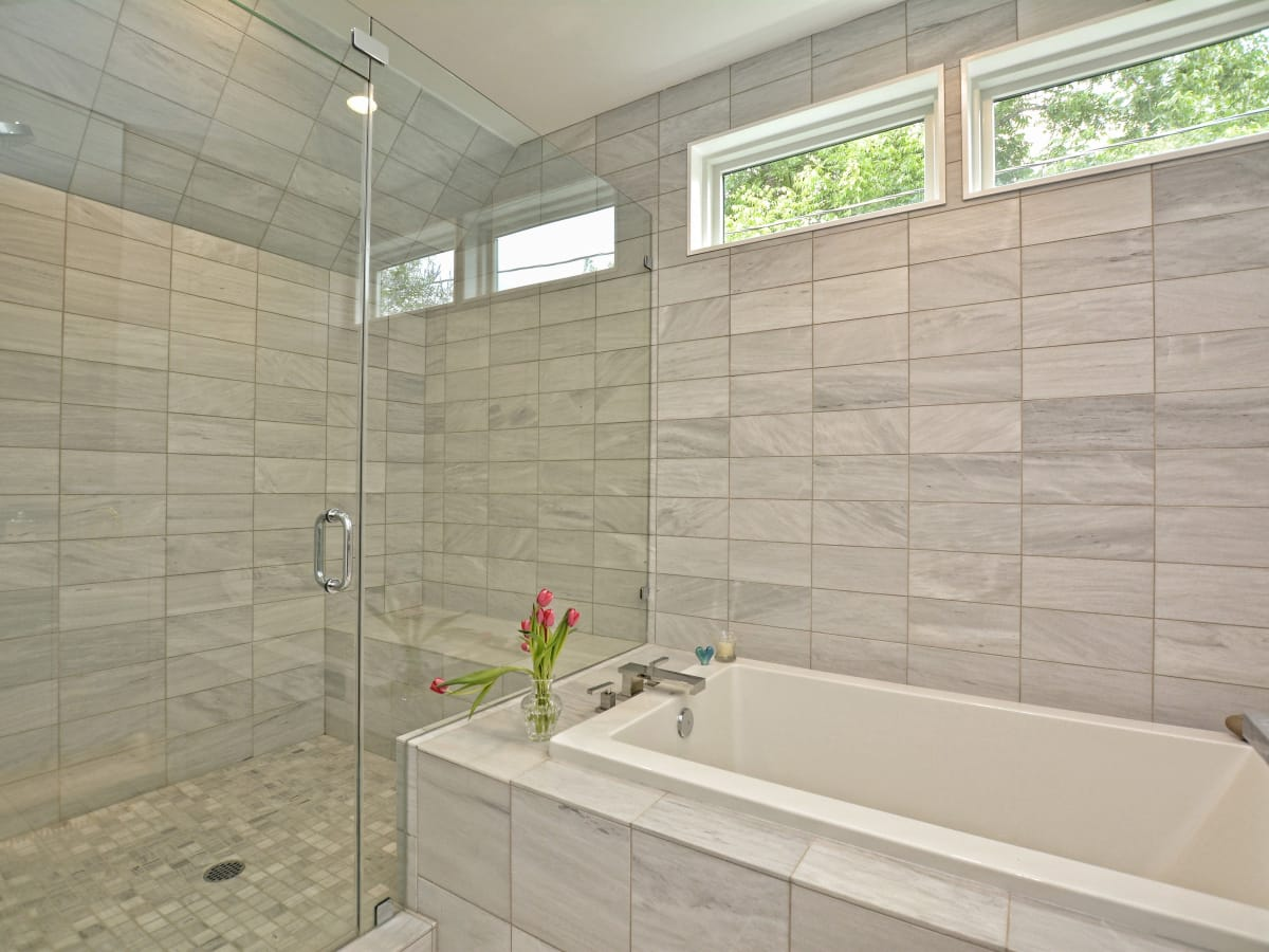 2012A Rabb Glen Austin house for sale bathroom