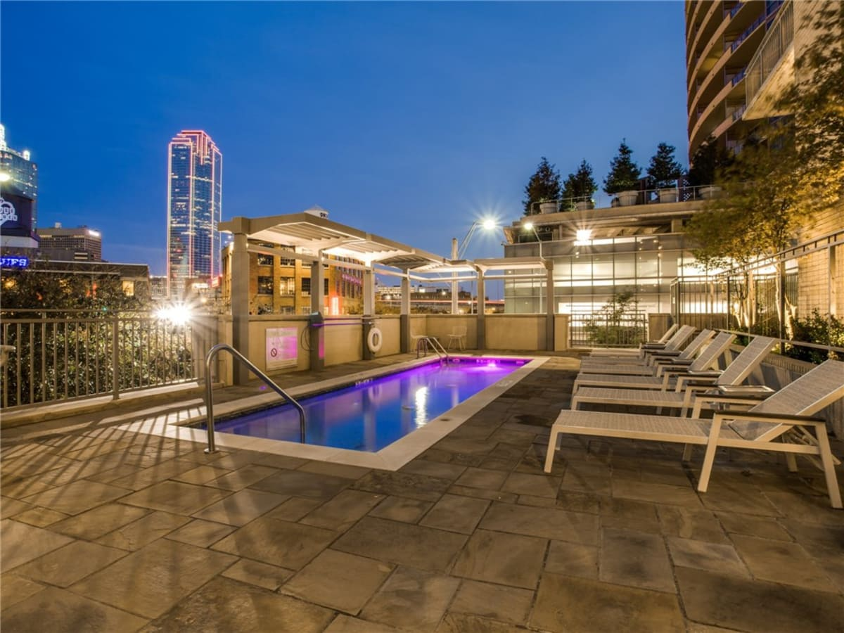2323 N Houston St condo pool