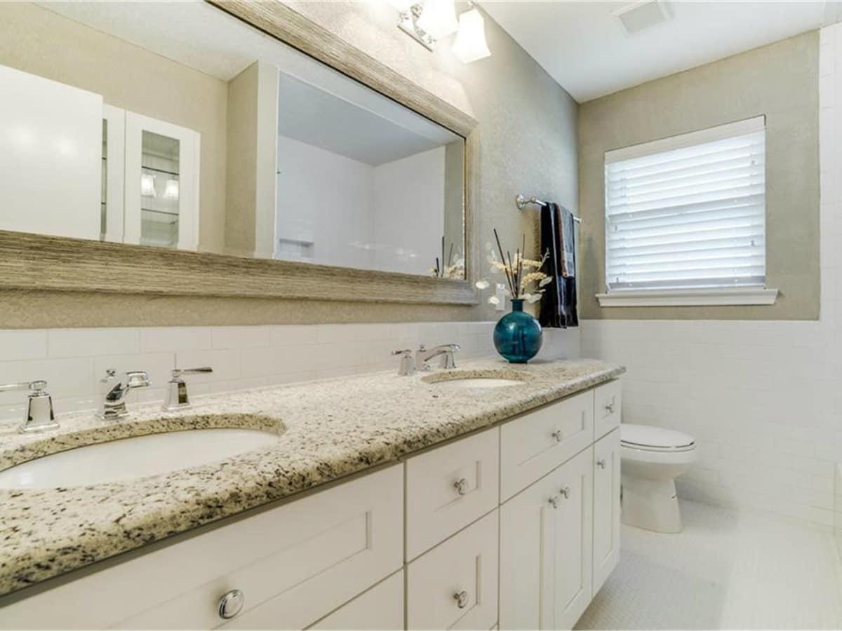 11229 Lanewood Cir bathroom