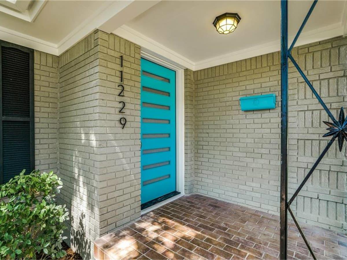 11229 Lanewood Cir front door