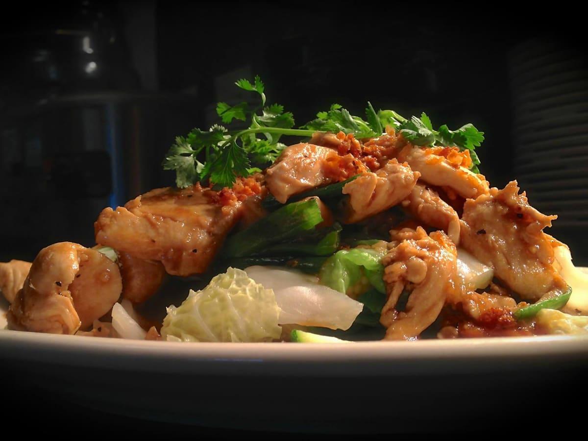 Mai Thai Restaurant downtown Austin stir-fried chicken Kai Pad Kra Tiem Prik Thai