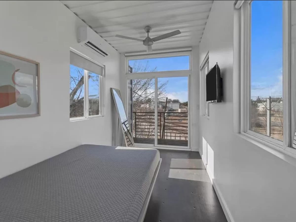 B&B 1st Anniversary, 6/16 mariachis