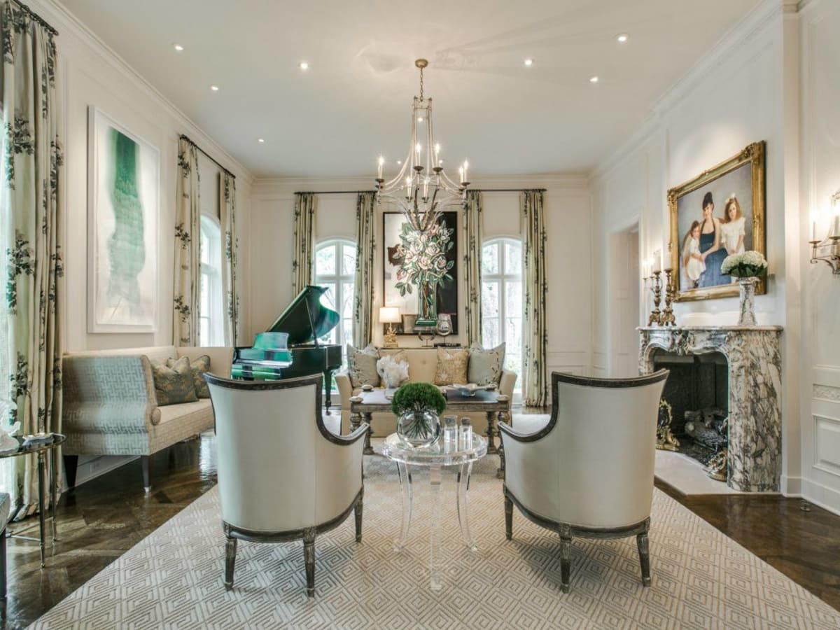 3900 Miramar Ave, Living Room