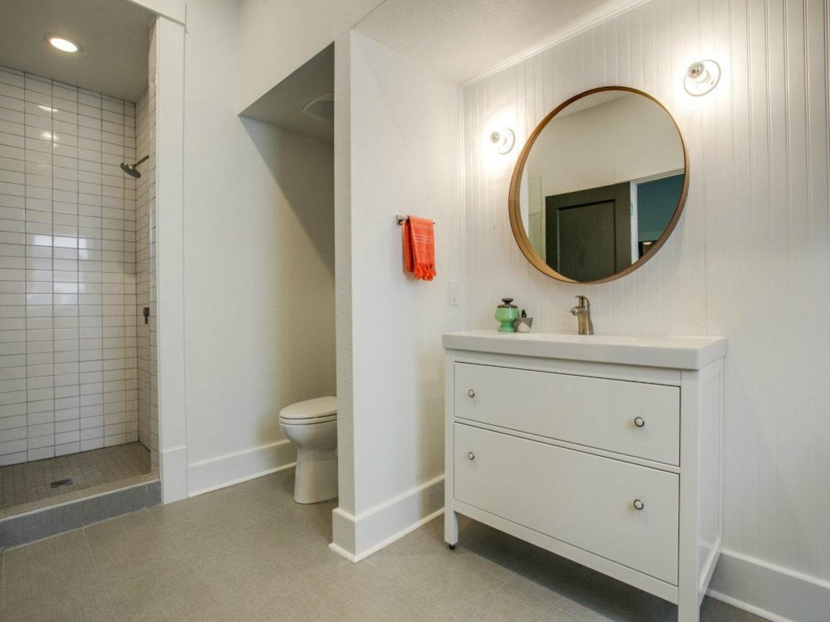 110 North Edgefield Bathroom