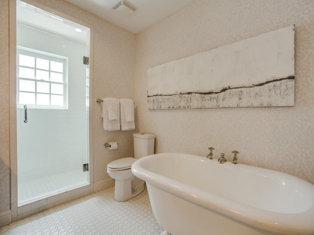 6932 Santa Monica Drive Dallas house for sale master bathroom