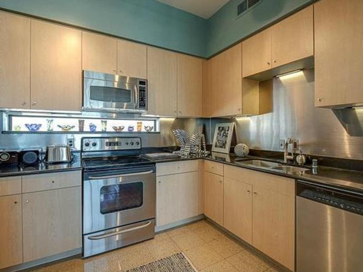 3225 Turtle Creek Blvd kitchen
