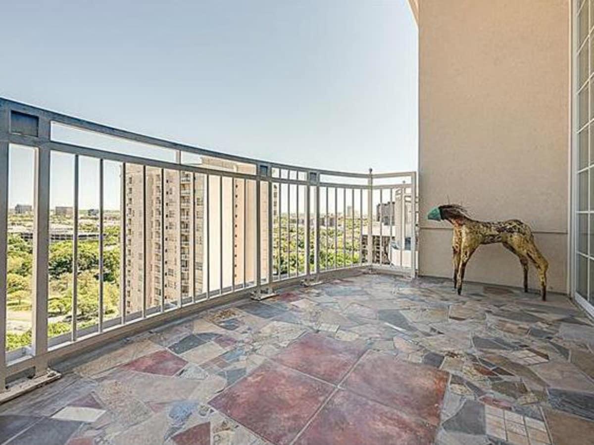 3225 Turtle Creek Blvd balcony