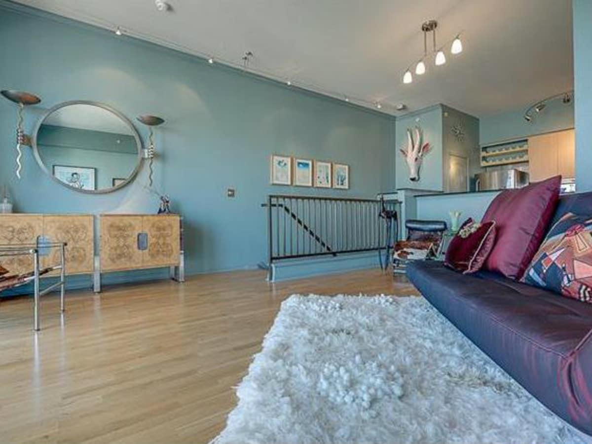 3225 Turtle Creek Blvd living room