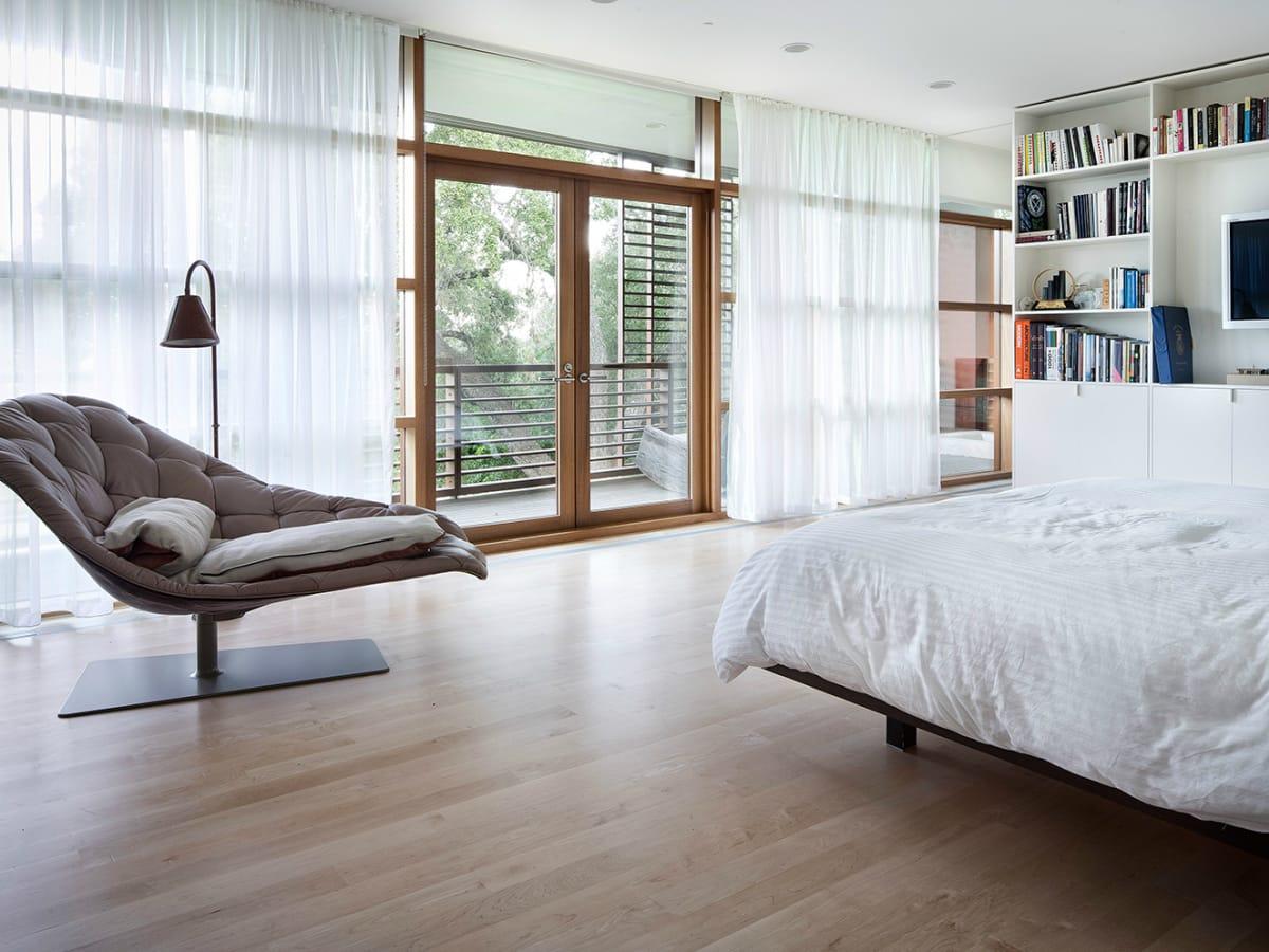 Austin home Floating Box House 900 Live Oak Circle West Lake Hills 78746 April 2016 master bedroom