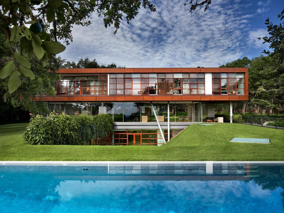 Austin home Floating Box House 900 Live Oak Circle West Lake Hills 78746 April 2016 exterior back pool