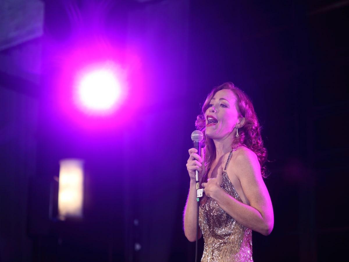 Carolyn Johnson sings Judy Garland song at Stages Gala
