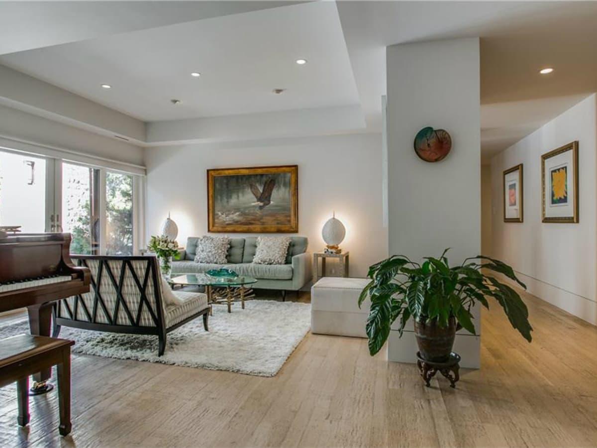 5535 Hanover family room