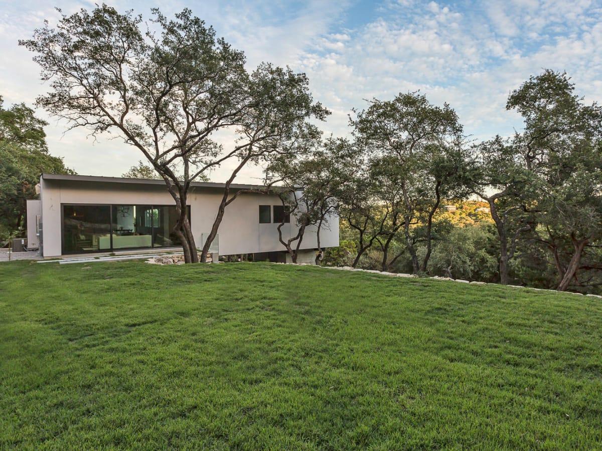 2016 Austin Modern Home Tour house 2510 Trail of Madrones Sago International backyard