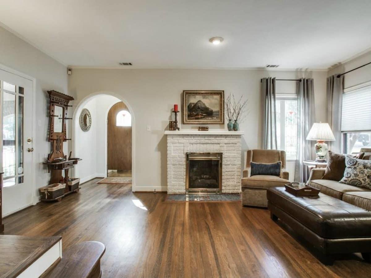 522 Monte Vista living room
