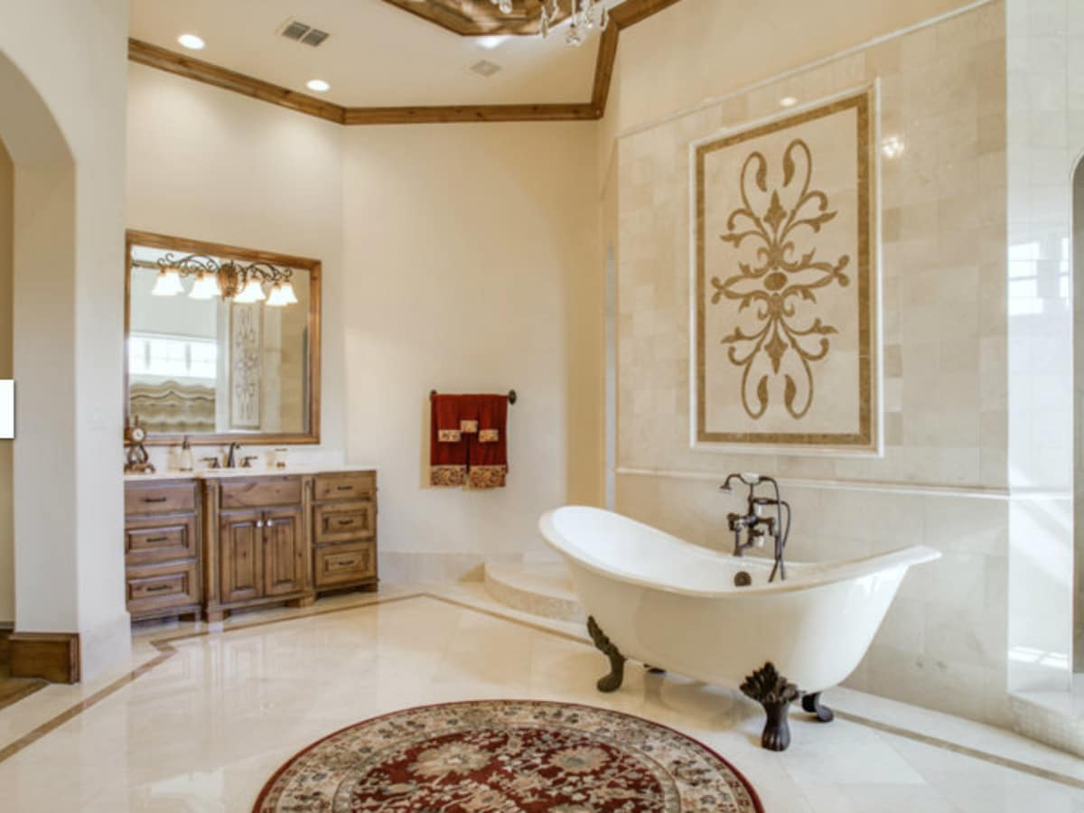 Bathtub in middle of bathroom