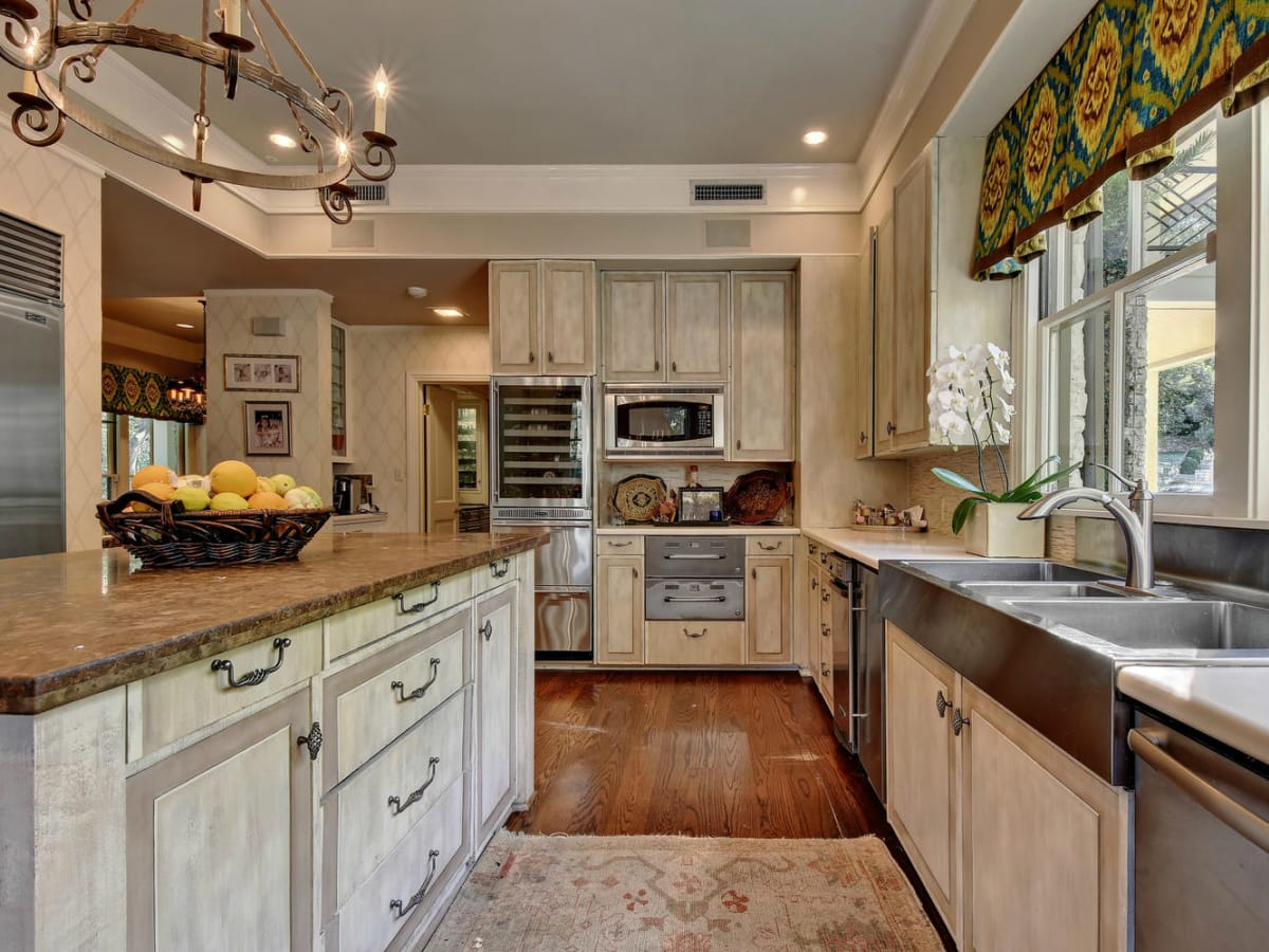 Austin house home Tarrytown 2610 Kenmore Court Ben Crenshaw February 2016 kitchen