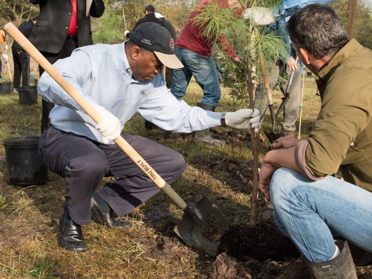 News, Mayor Sylvester Turner, Memorial Park Tree planting, Jan. 2016