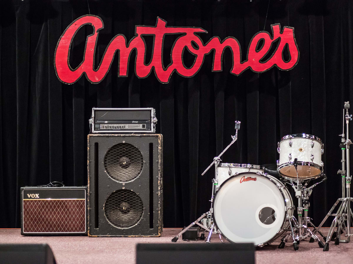 Antone's downtown venue Fifth Street 2016 stage logo