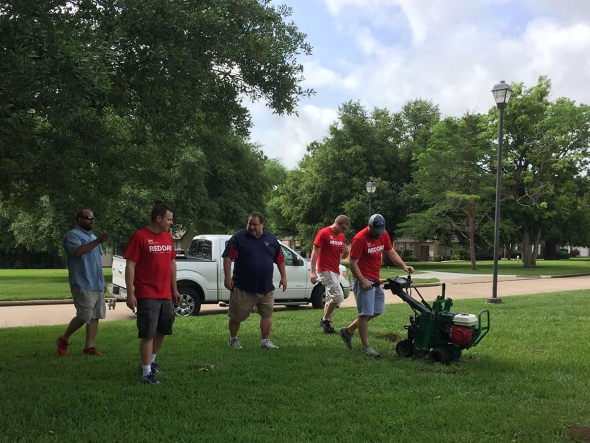 AmCap Keller Williams Red Days volunteers
