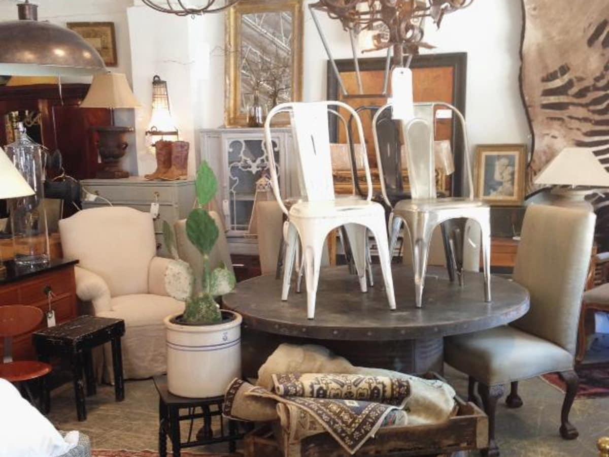 Cuatro consignment shop interior