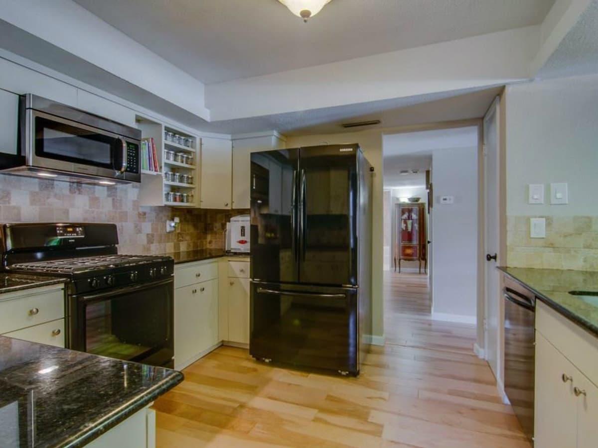 3065 Kinkaid Dr. kitchen in Dallas