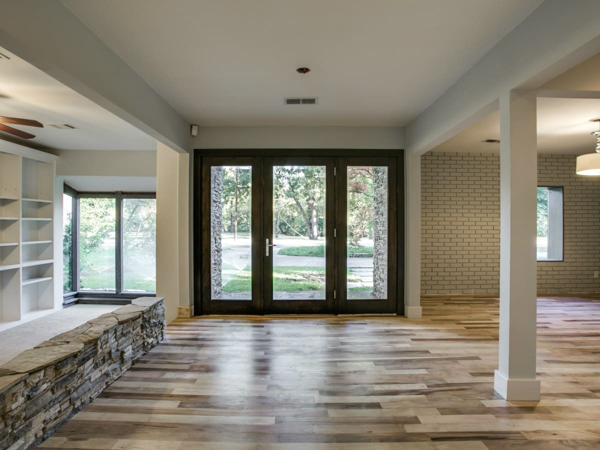 Living room at 3820 Shorecrest Dr. in Dallas