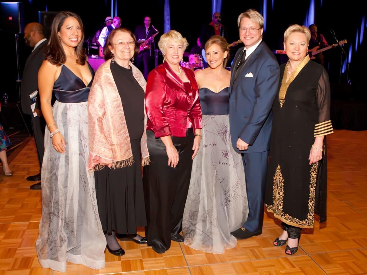 Anika Jackson, Kathy Hubbard, Annise Parker, Dena Winkler, Matt Burrus, Melanie Linton at Planned Parenthood Gala