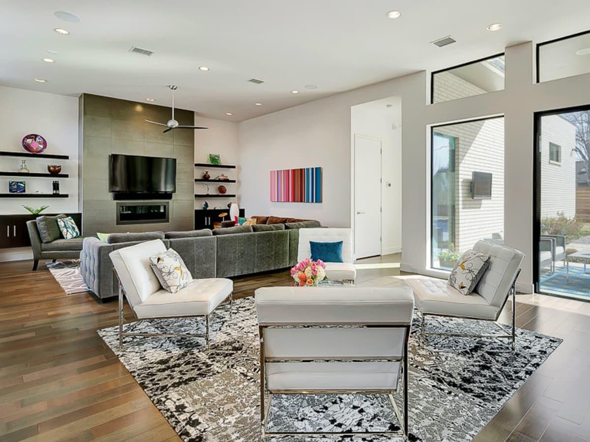 Dallas living room porch.com