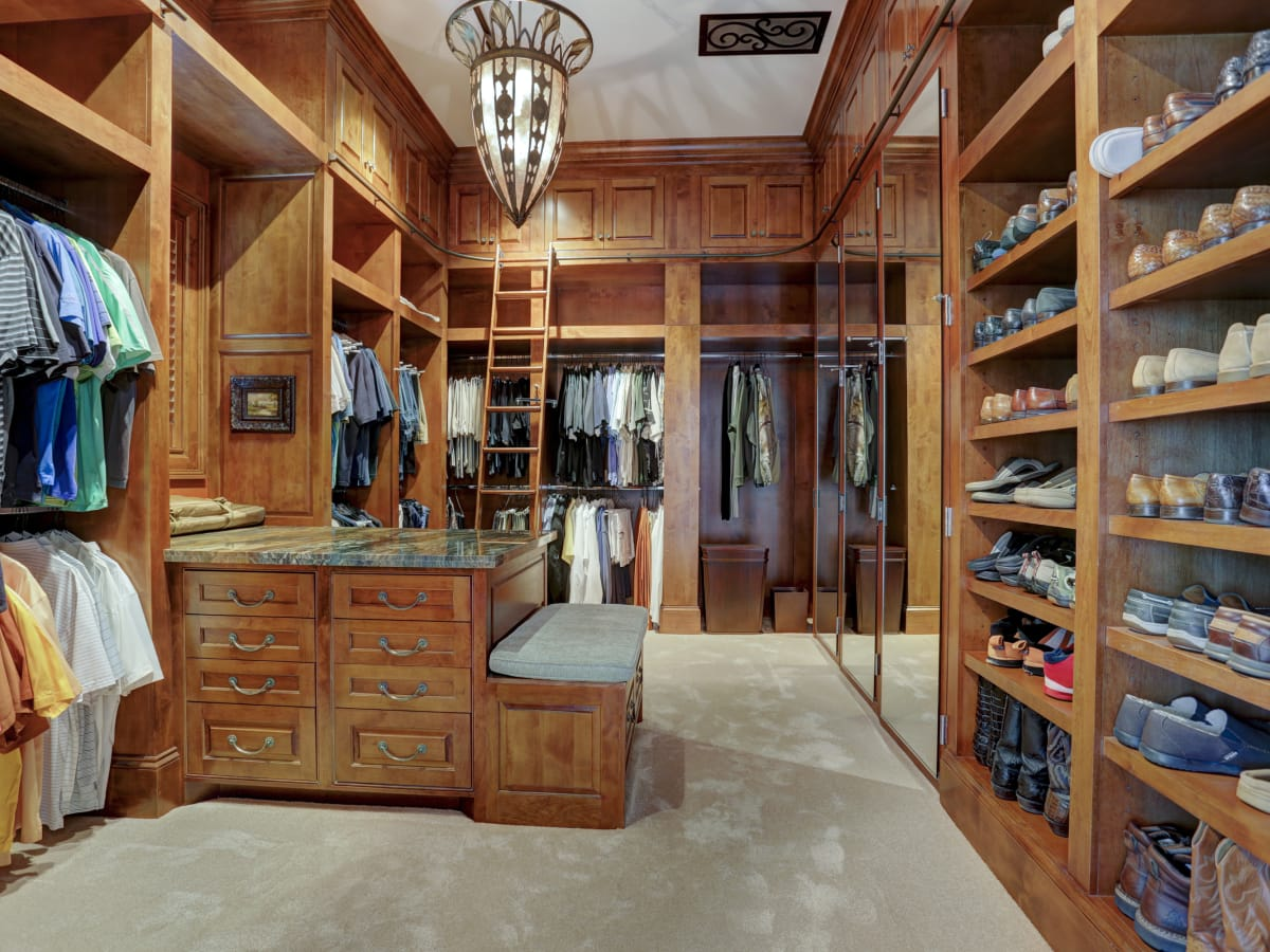 Houston, Buckingham 527, June 2015, Master closet for him