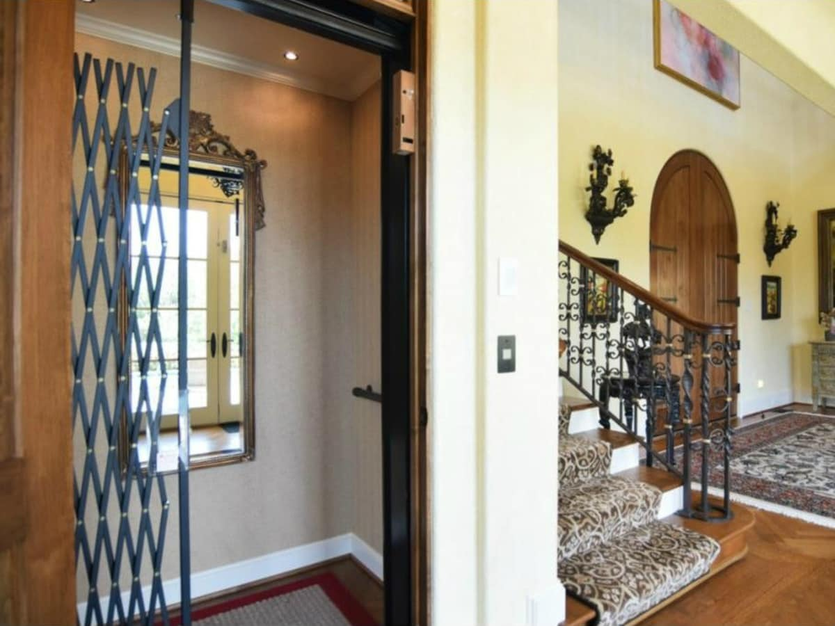Elevator at 12258 Creek Forest Dr. in Dallas