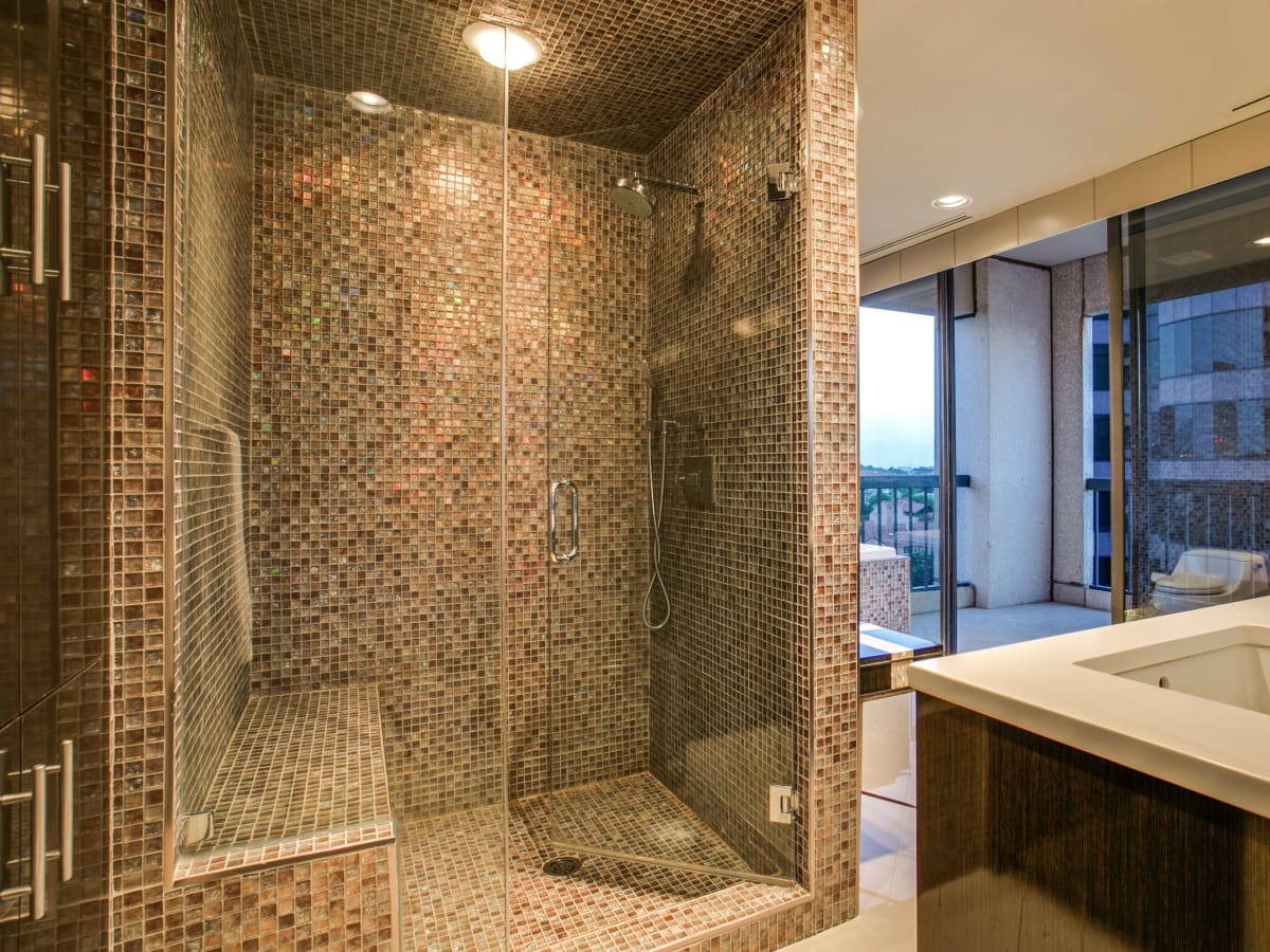 Shower at 3831 Turtle Creek Blvd. in Dallas