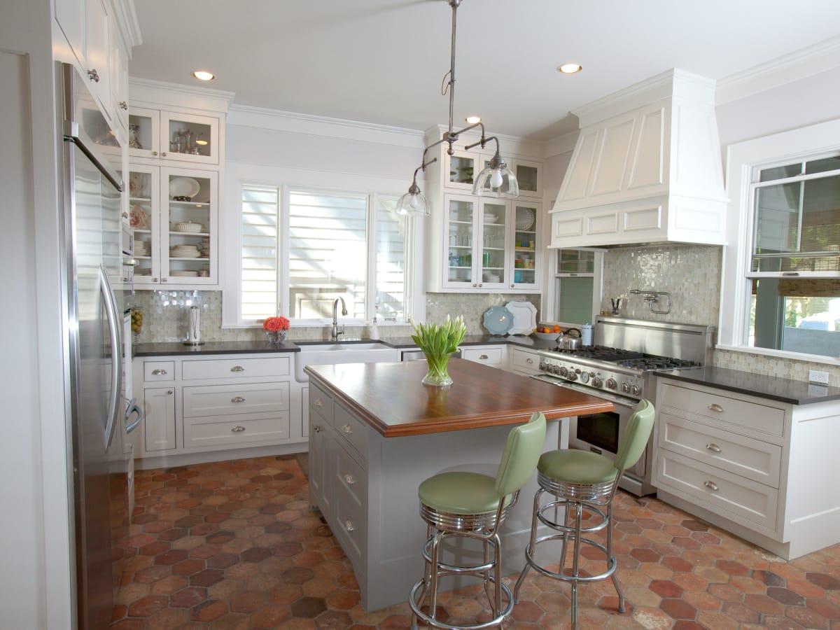 Porch.com_Austin kitchen_RisherMartin Fine Homes_white_2015