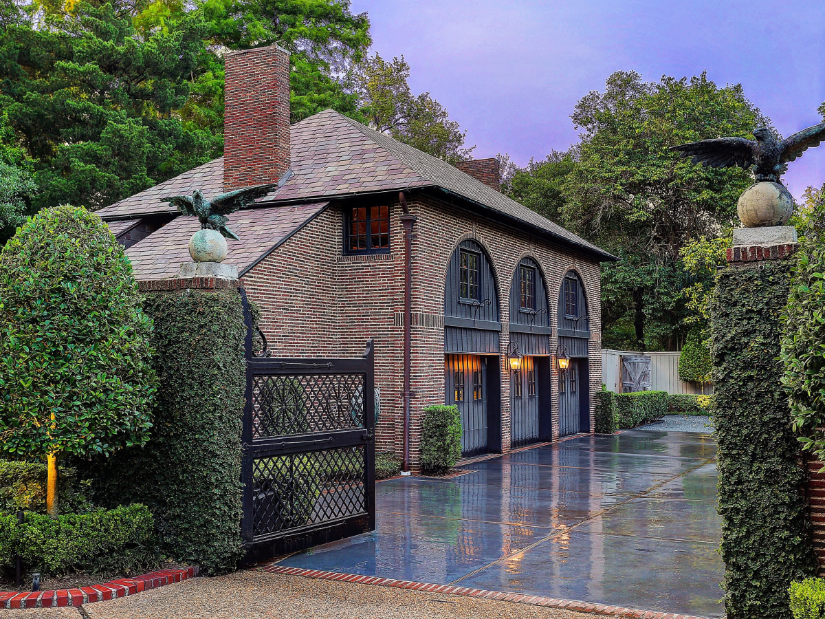 2 Longfellow Lane carriage house