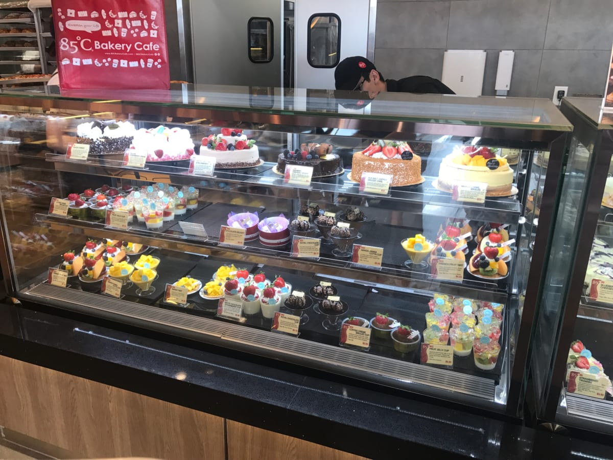 85C Bakery Cafe Cake case