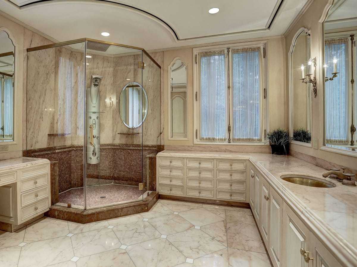 1000 Kirby master bathroom