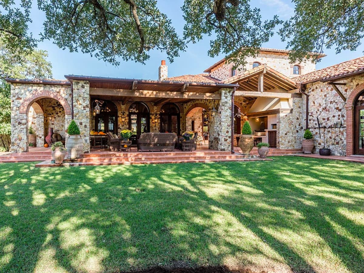 Mandola's estate in Austin exterior