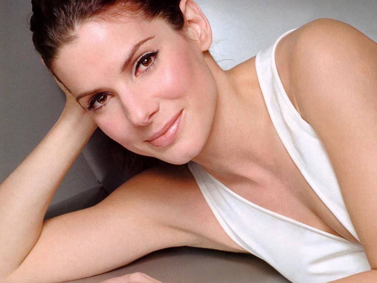 News_Sandra Bullock_white dress