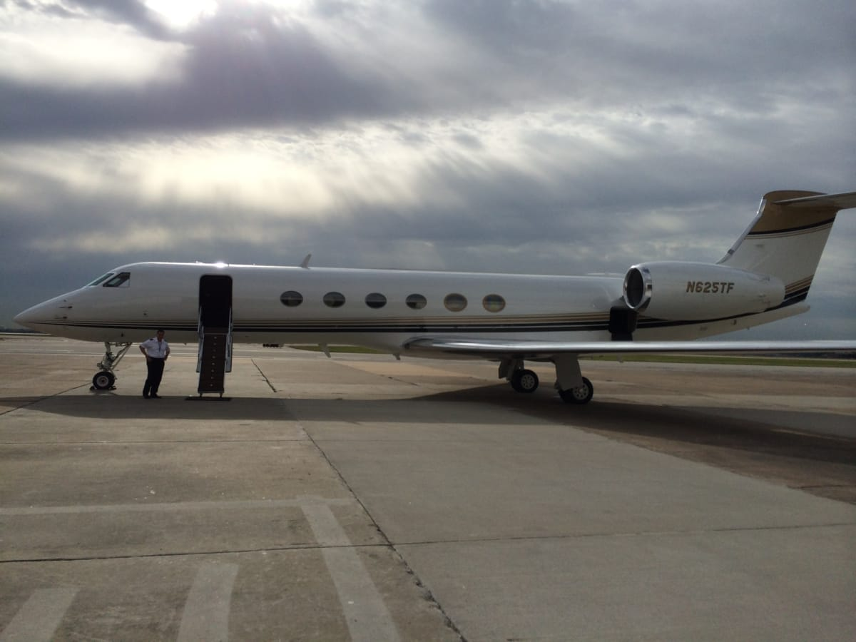 Tilman Fertitta Gulfstream GV May 2014