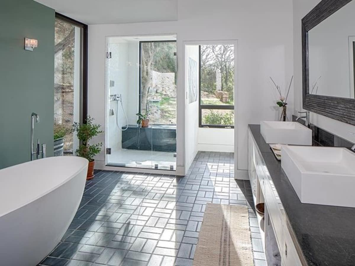 Austin cliff home Houzz bathroom